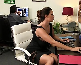 Such astonishing eye candy at such a miniature office hd