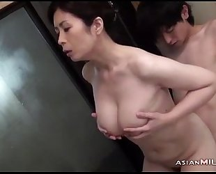 Busty milf engulfing juvenile stud getting her shaggy cum-hole fingered in the bathtube