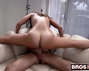Big wazoo kelsi monroe begins swinging on a large weenie