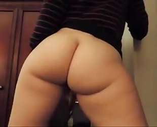 White a-hole twerking on livecam - cam-girlhotties.com